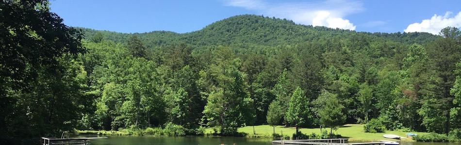 大自然と触れ合う山の風景