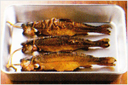 燻香豊かなニジマスの燻製は格別な美味しさ