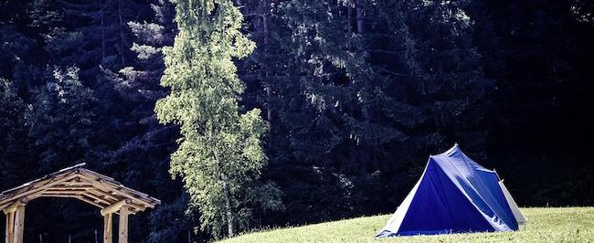 テントの張り方 風の通りやすい場所