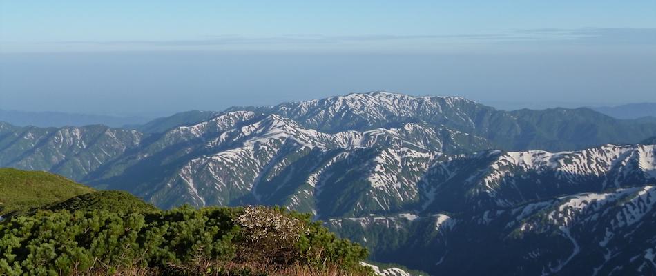 アウトドアライフ 冬山の雪景色