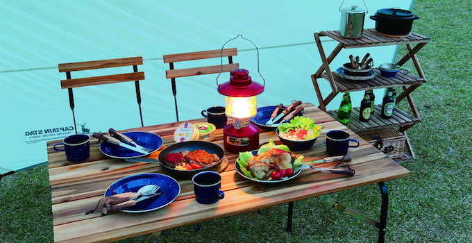 キャンプの食事とLEDランタン