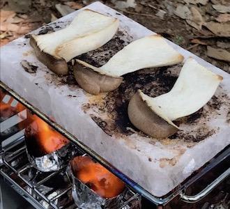 岩塩プレートにおすすめの食材 エリンギ、椎茸など