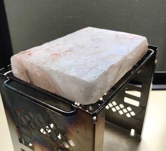 岩塩プレートの取扱注意点と手入れ・保管方法 1