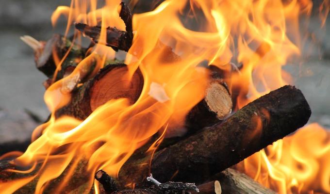 焚き火を楽しむ秋冬キャンプ header