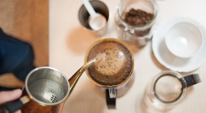 ハンドドリップコーヒーを淹れるイメージ